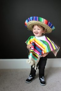 DIY COSTUME FOR LITTLES: MEXICAN SERAPE